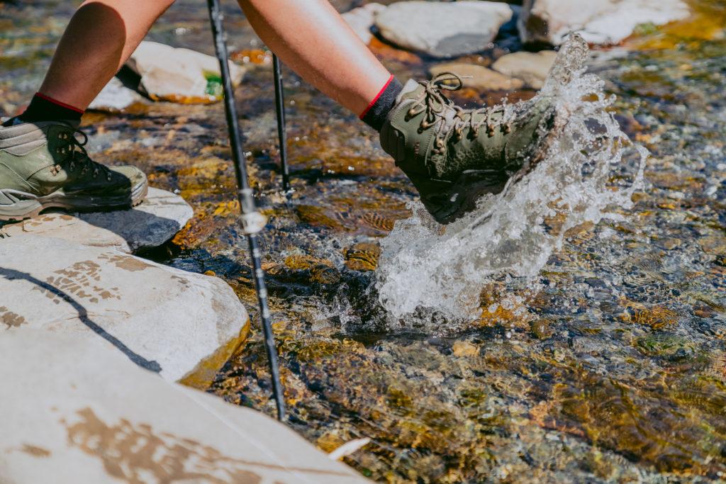 lowa登山鞋防水