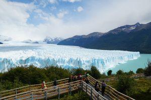 一腳踏上會動的冰川:阿根廷莫雷諾冰川