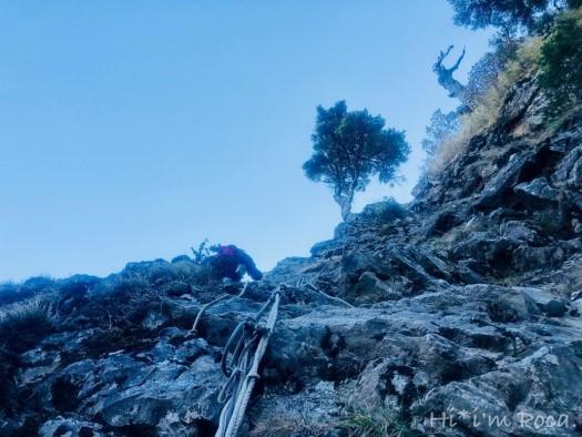 怵目驚心的攀岩路段