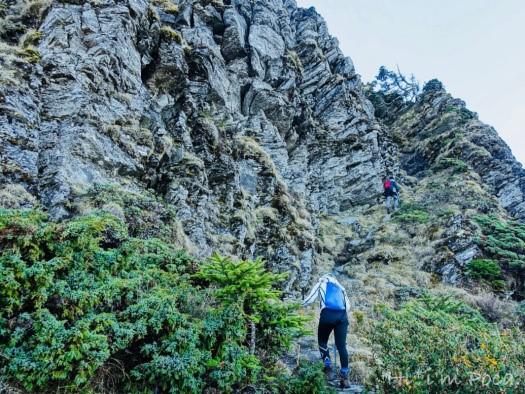 前往無名山的斷崖峭壁
