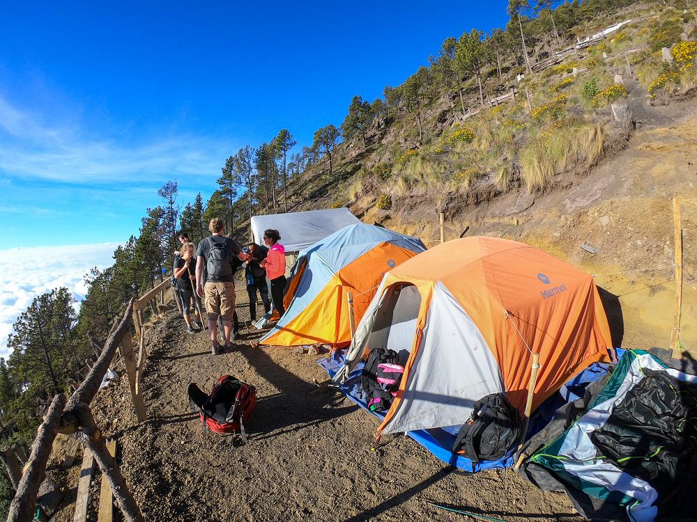 瓜地馬拉火山健行中的營地