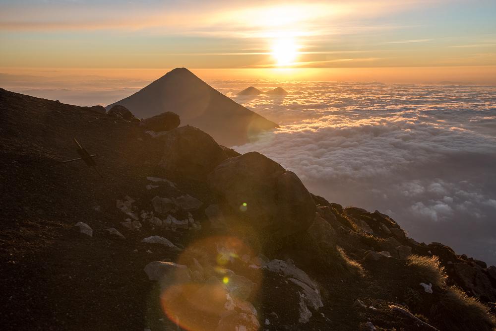 瓜地馬拉火山健行的日出