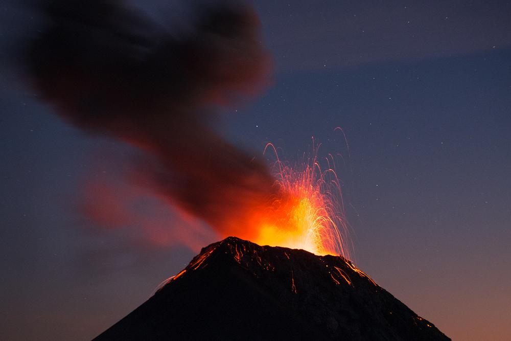瓜地馬拉火山健行的夕陽