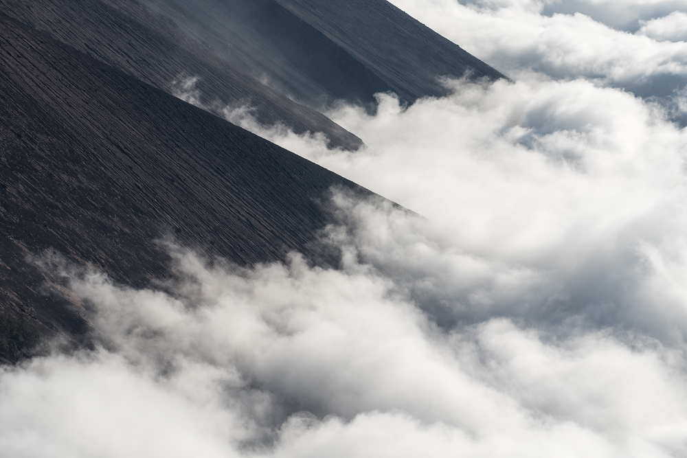 瓜地馬拉火山下的雲海
