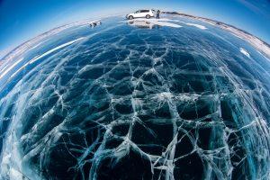 與西伯利亞的湛藍眼睛相互凝視:冬季貝加爾湖