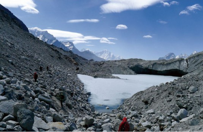 EBC聖母峰基地營的雪白冰川景緻