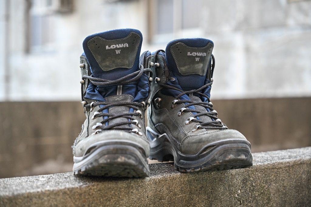 LOWA 中筒多功能健行鞋 鞋頭