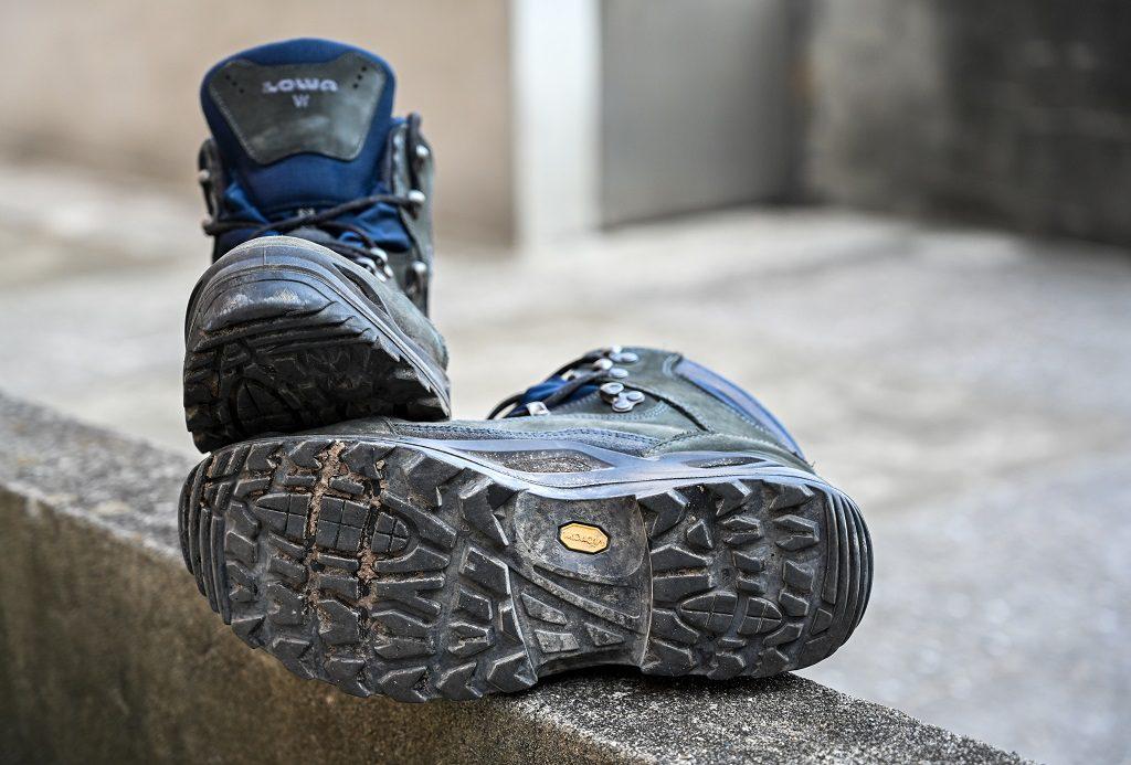 LOWA 中筒多功能健行鞋 鞋底