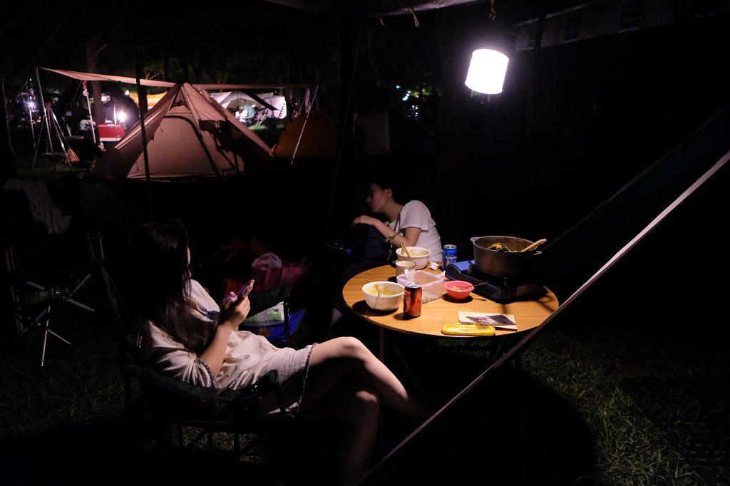 露營燈帳篷外
