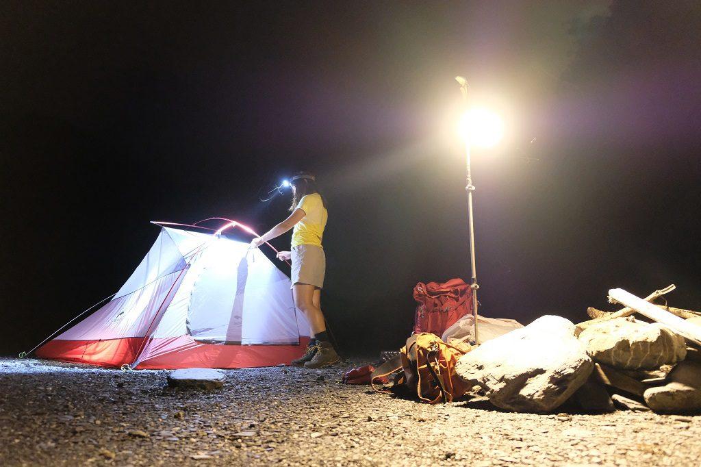 露營燈高掛