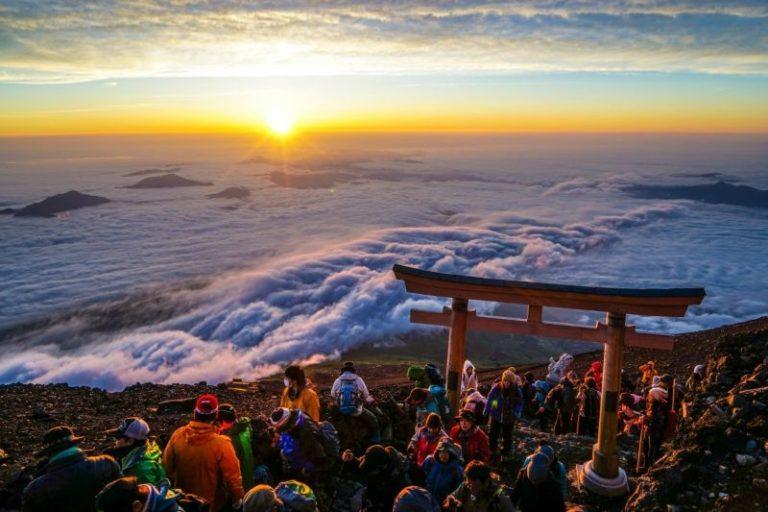 冷凝中的一抹御來光:富士山攻略大全