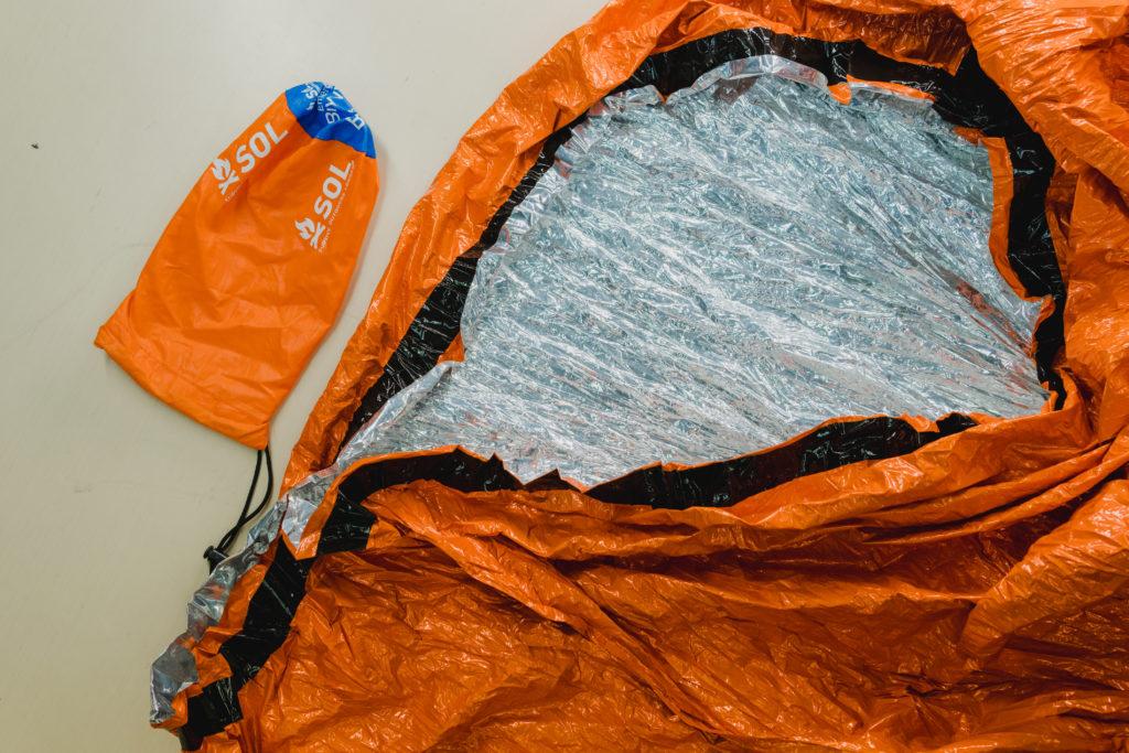 登山打包技巧避難毯