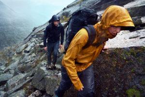 【登山衣物】登山風雨衣如何挑選?防水係數怎麼看?